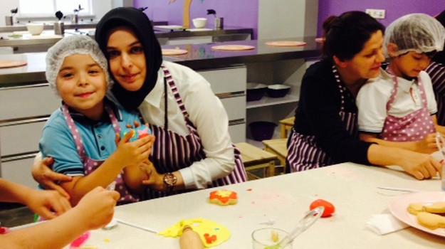 Anneler Çocuklarıyla, Mutfak Sanatları Atölyesi'nde!